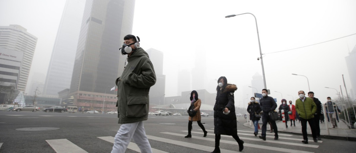In China people are wearing serious respirators.