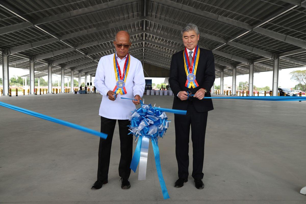 Philippines Defence Secretary Delfin Lorenzana and US Ambassador to the Philippines Republic, Sung Kim